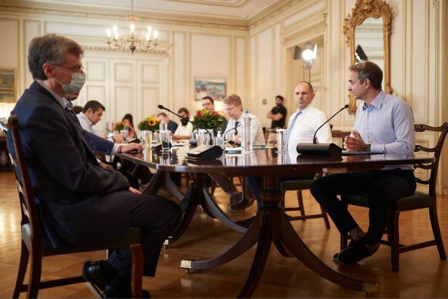 «Τρομάζει» η αύξηση των κρουσμάτων – Έκτακτη σύσκεψη στο Μαξίμου για τον κορωνοϊό | to10.gr