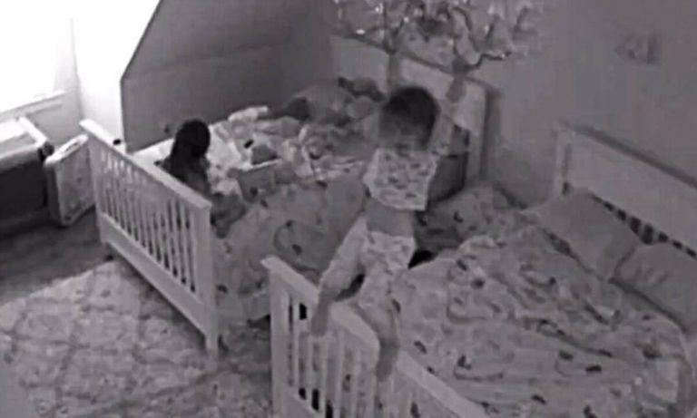 Γονείς έβαλαν κρυφή κάμερα στο παιδικό δωμάτιο κι έπαθαν σοκ με αυτό που είδαν (video) | to10.gr