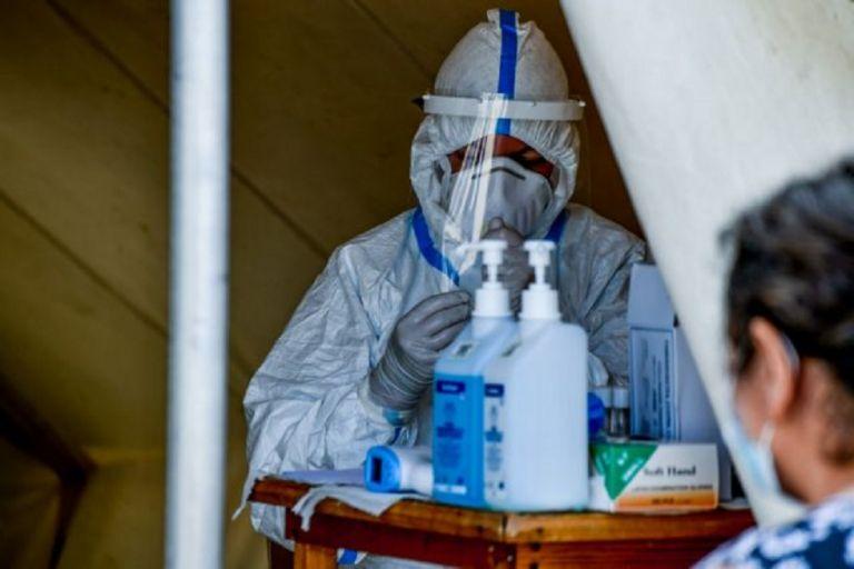 Κορωνοϊός: Αγωνία για τα εισαγόμενα κρούσματα – 1 στα 3 προέρχονται από το εξωτερικό | to10.gr