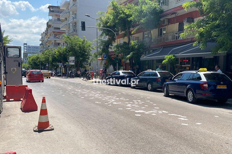 Θεσσαλονίκη : Αντιεξουσιαστές πέταξαν τρικάκια έξω από το τούρκικο προξενείο | to10.gr