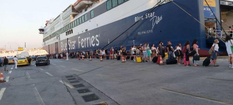 Ουρές στο λιμάνι του Πειραιά – Μάσκες και αποστάσεις εντός και εκτός πλοίου   to10.gr