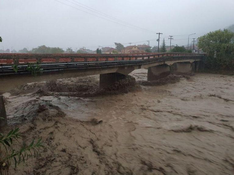 Ιανός : Αγνοείται οδηγός στην Καρδίτσα – Παρασύρθηκε από ορμητικά νερά   to10.gr