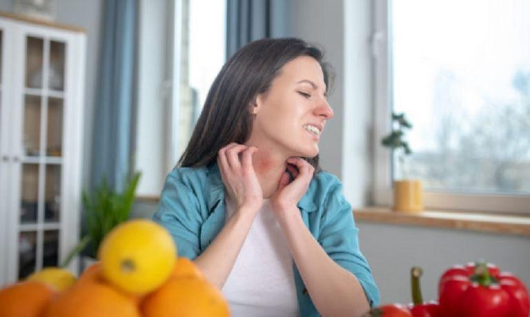 Τροφική αλλεργία ή τροφική δυσανεξία; Τα συμπτώματα για να ξέρεις τι σου προκαλεί μια τροφή | to10.gr