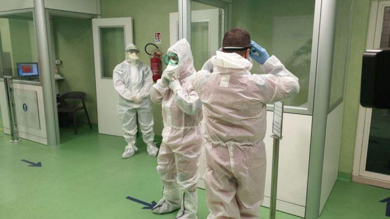 Κορωνοϊός : «Επιστρατεύονται» ιδιωτικά και στρατιωτικά νοσοκομεία   to10.gr