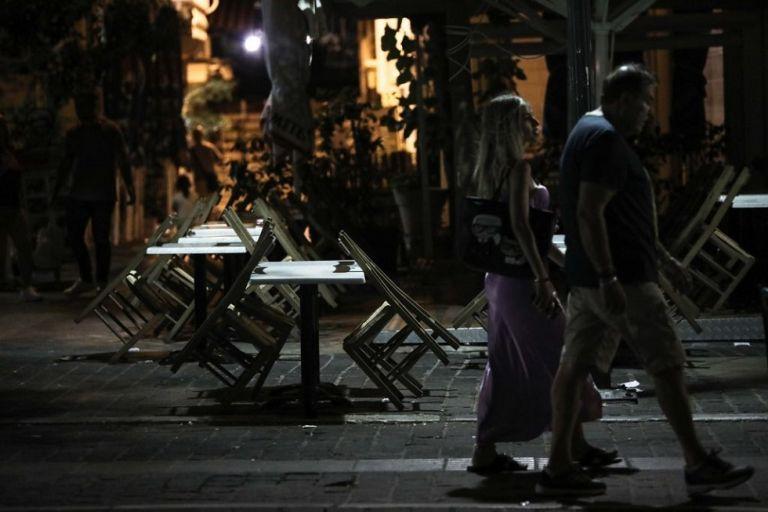 Κορωνοϊός : Η κυβέρνηση παίζει το τελευταίο της χαρτί πριν το lockdown – Νέα μέτρα πριν τα 2.000 κρούσματα | to10.gr