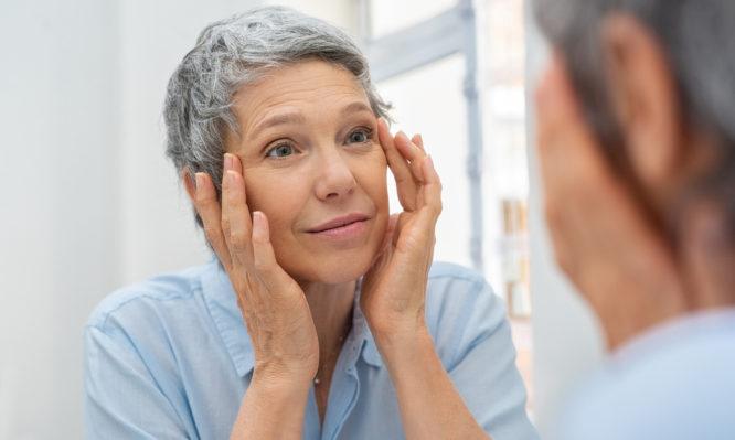Εννέα αλλαγές που προκαλεί η εμμηνόπαυση στο δέρμα | to10.gr
