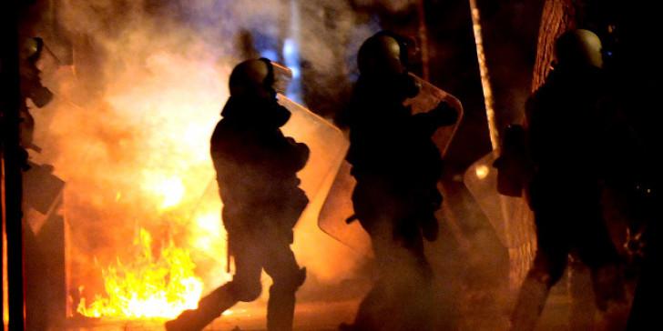 Θεσσαλονίκη : Καταδρομική επίθεση με μολότοφ κατά των ΜΑΤ στην πρώην κατάληψη Terra Incognita (εικόνες) | to10.gr