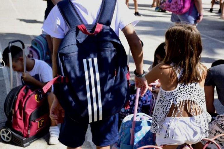 Σχολεία : Μάσκες και στα διαλείμματα σε 16 περιοχές | to10.gr