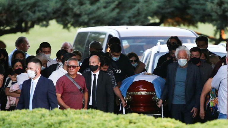 «Δάκρυσε» μέχρι και ο Θεός : Ο Ντιέγκο Μαραντόνα στους ουρανούς! (pics, vids) | to10.gr