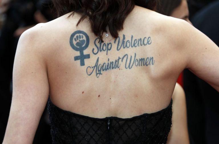 Εγκλωβισμένες στη βία χιλιάδες γυναίκες στη διάρκεια της καραντίνας   to10.gr