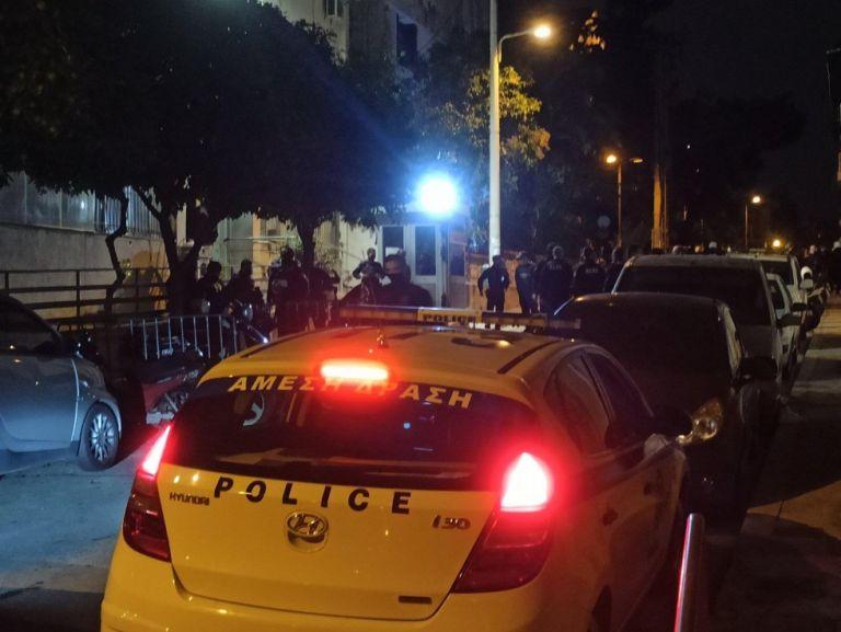 Επίθεση στο Α.Τ. Κολωνού -Τραυματίστηκαν δύο αστυνομικοί (pics) | to10.gr