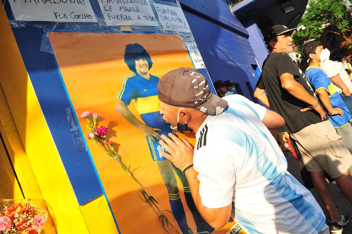 Μαραντόνα : Η φωτογραφία που όλο το ποδόσφαιρο του υποκλίνεται (pic)   to10.gr