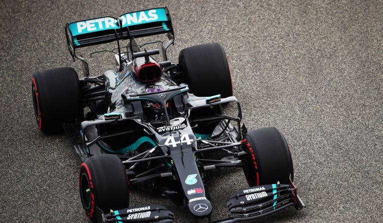 Συνεχίζει απτόητος ο Χάμιλτον: Pole position και στο Μπαχρέιν! | to10.gr