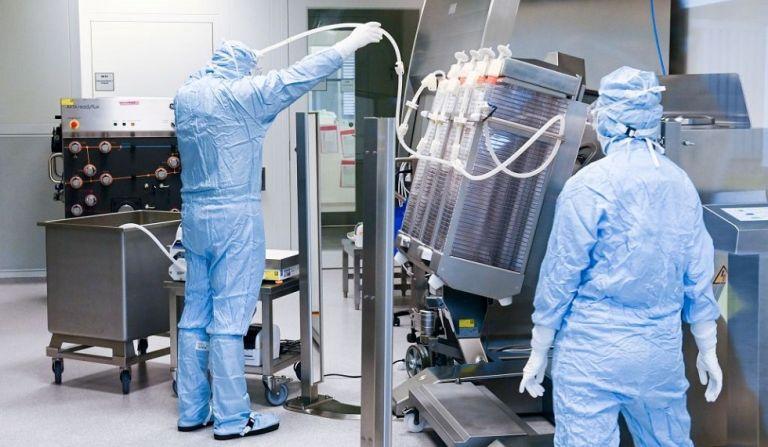 Κορωνοϊός : Γιατί οι Βρετανοί μπορεί να λάβουν το εμβόλιο της Pfizer πριν τους Αμερικάνους | to10.gr