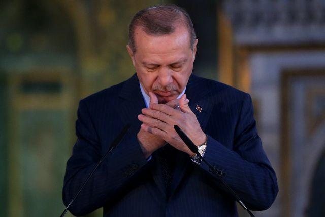 «Τραβάει» το σχοινί ο Ερντογάν – Εμφανίστηκε για προσευχή στην Αγία Σοφία | to10.gr