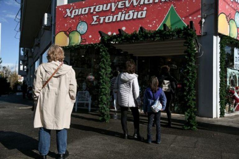Εποχικά καταστήματα : Πρεμιέρα με «ουρές» λόγω των περιοριστικών μέτρων | to10.gr
