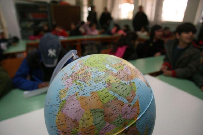Σχολεία : Σοβαρές καταγγελίες εκπαιδευτικών – Εκτός τάξης παραμένουν τα προσφυγόπουλα | to10.gr