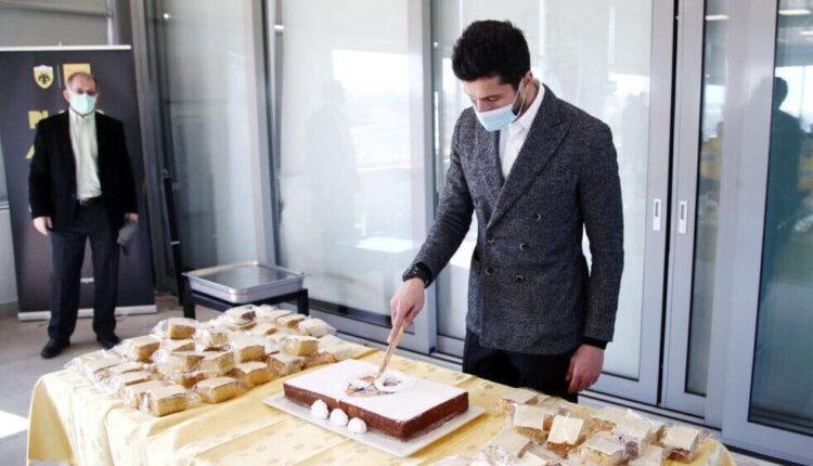 ΑΕΚ : Κοπή πίτας στα Σπάτα – Το μήνυμα του Κονέ στους παίκτες (pics)   to10.gr