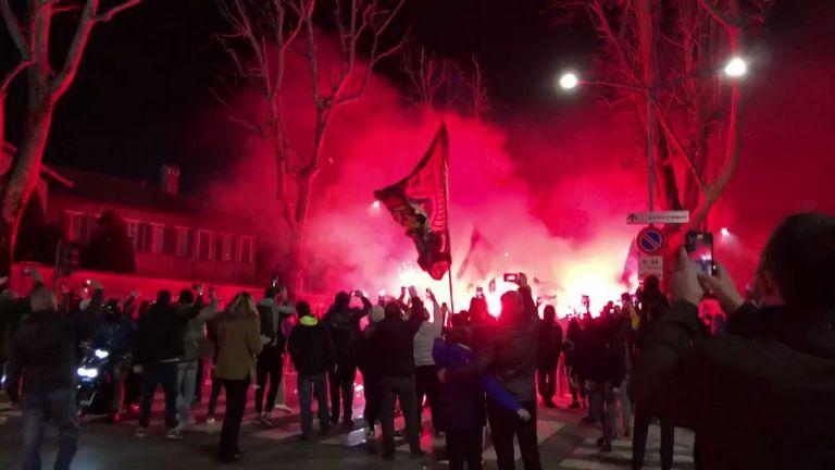 Οπαδοί της Αταλάντα αποθέωσαν την αποστολή (vid) | to10.gr