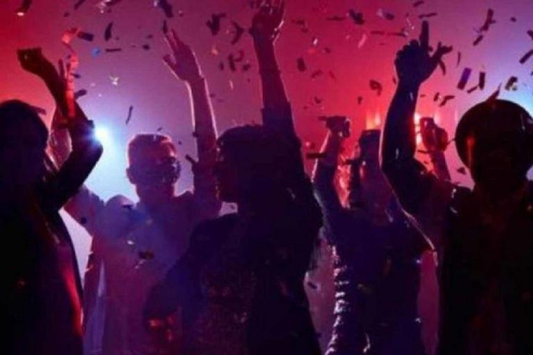 Κορωνοπάρτι με 75 άτομα στη Λούτσα – «Βροχή» τα πρόστιμα | to10.gr