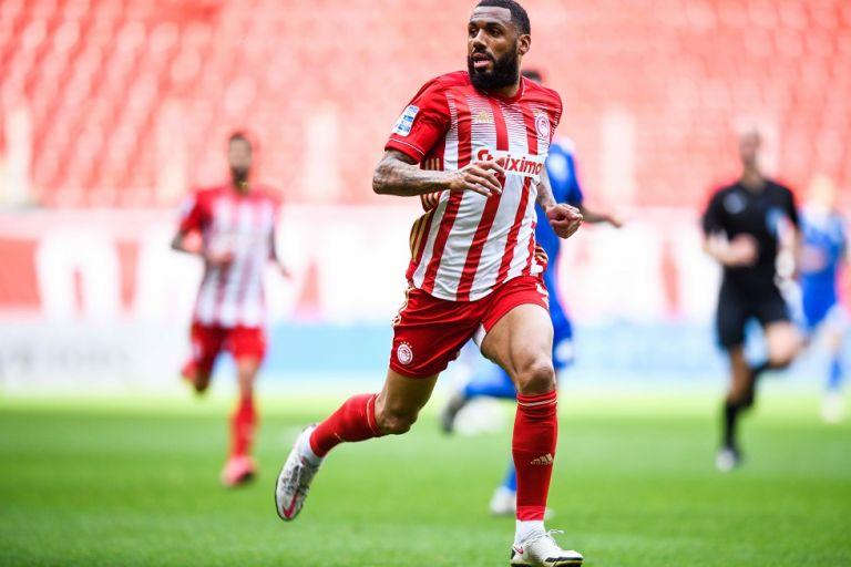 Εμβιλά : «Παίζω όπου μου ζητήσει ο προπονητής, με πάθος και ψυχή απέναντι στην Αρσεναλ» | to10.gr