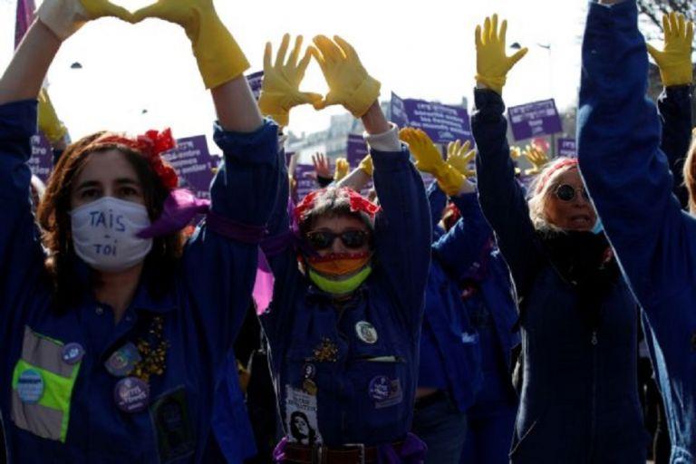 Γαλλία : Μεγάλες διαδηλώσεις σε όλη τη χώρα στο πλαίσιο της «απεργίας των γυναικών» | to10.gr