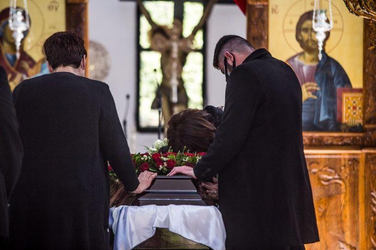 Γιώργος Καραϊβάζ : Το τραγούδι που ακούστηκε στην κηδεία με επιθυμία του γιου του (vids) | to10.gr