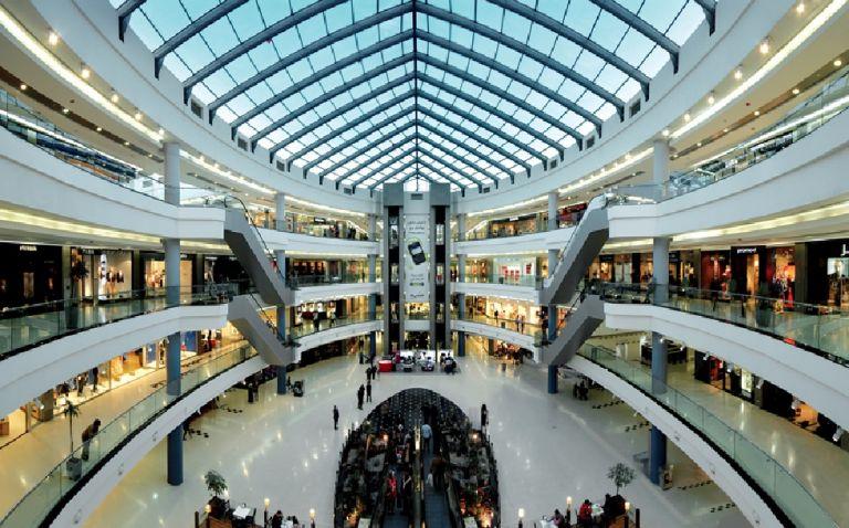 Δυσαρέσκεια του εμπορικού κόσμου για τα κλειστά εμπορικά κέντρα και πολυκαταστήματα   to10.gr