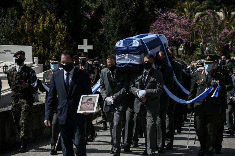 Ιάκωβος Τσούνης : Με στρατιωτικές τιμές το τελευταίο αντίο | to10.gr