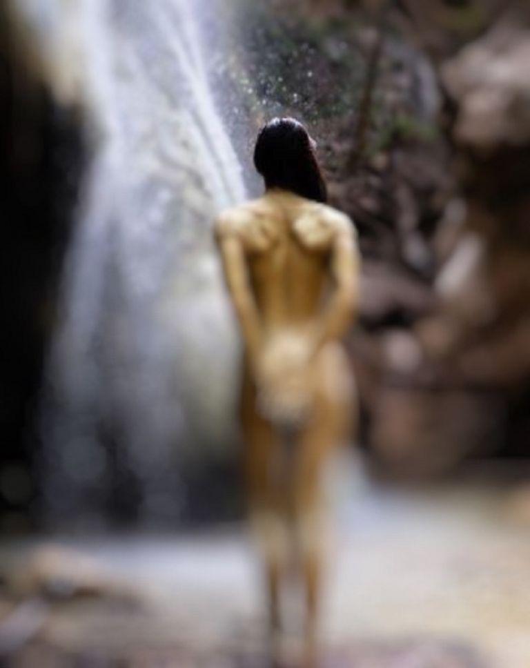 Αντέχετε; Ελληνίδα ηθοποιός κάνει κούνια… ολόγυμνη στους καταρράκτες (pics) | to10.gr