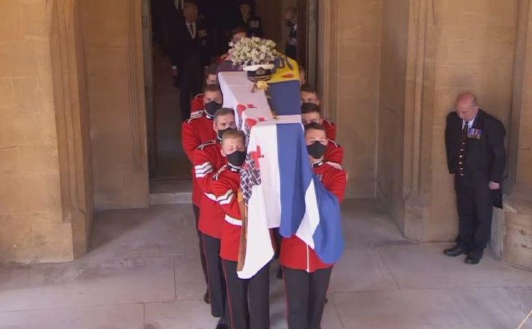 Η Βρετανία αποχαιρετά τον πρίγκιπα Φίλιππο – Δείτε ζωντανά την τελετή | to10.gr