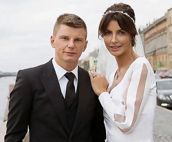 Μαλλιοτραβήγματα αλά Αρσάβιν – Ο άδοξος γάμος και η «απατεώνισσα» νύφη   to10.gr