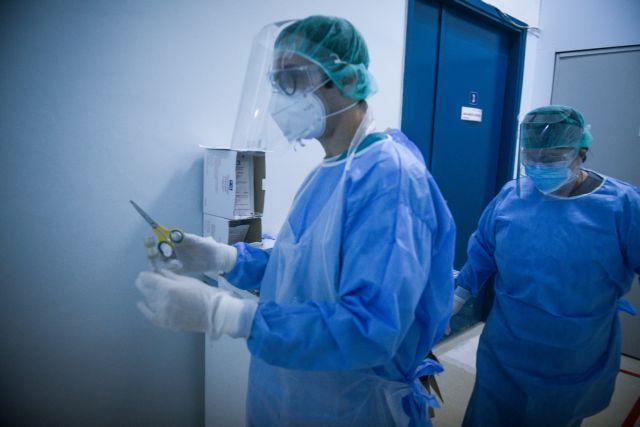 Μια «ανάσα» πριν από τους 800 οι διασωληνωμένοι – Σε υψηλά επίπεδα οι εισαγωγές στα νοσοκομεία | to10.gr