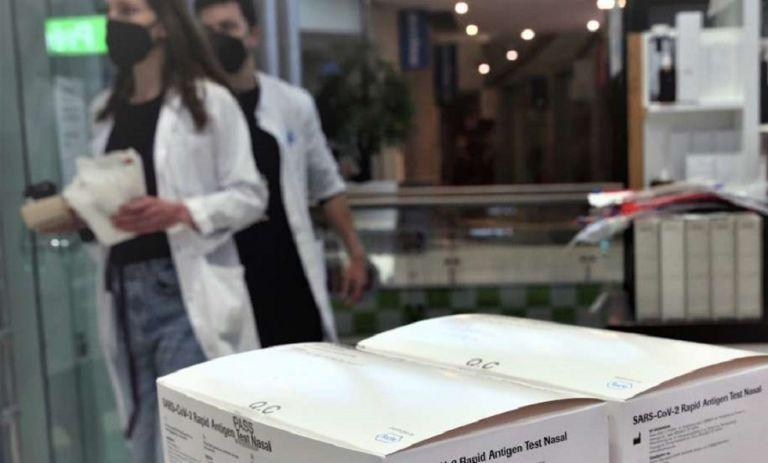 «Βόμβα» Βασιλακόπουλου: «Το self test έχει 40-50% πιθανότητα να είναι ψευδώς αρνητικό» | to10.gr