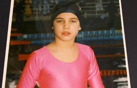 Aπίστευτο throwback : Δεν θα πιστέψετε ποιο είναι το κοριτσάκι της φωτογραφίας | to10.gr