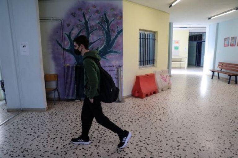 Σχολεία : Επιστροφή στα θρανία με self test, αλλά χωρίς εμβόλια – Πότε έρχεται η σειρά για τους νέους   to10.gr