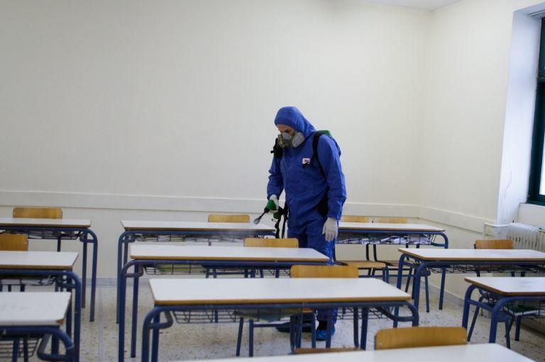 Σχολεία : Στα θρανία με μέτρα και self tests επιστρέφουν οι μαθητές Λυκείου – Σε πόσα σπίτια «φωλιάζει» ο κορωνοϊός | to10.gr