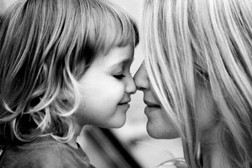 Σαν δίδυμες – Δεν θα πιστεύετε πόσο μοιάζουν σήμερα η μάνα με την κόρη (pics)   to10.gr