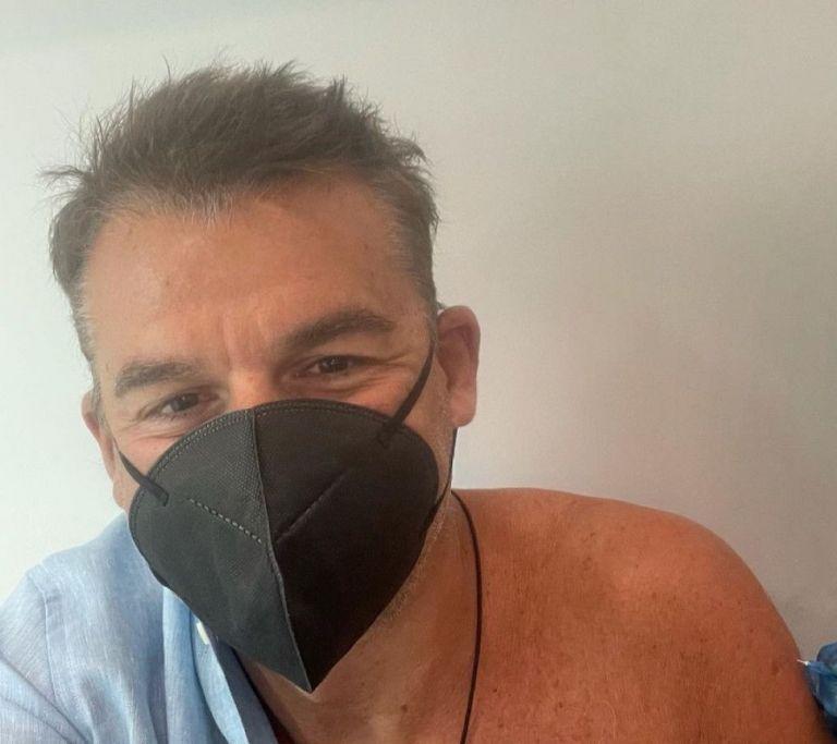 Ο Γιώργος Λιάγκας έπαθε σοκ – Απίστευτο περιστατικό λιποθυμίας με το εμβόλιο (vid)   to10.gr