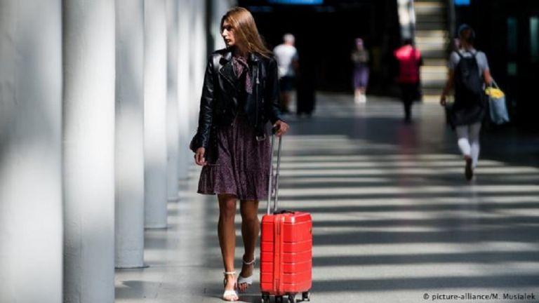Τις βαλίτσες τους ετοιμάζουν οι Βρετανοί | to10.gr