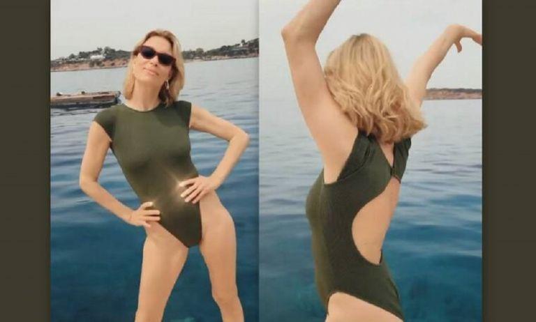 Βίκυ Καγιά: Χορεύει με το μαγιό της δίπλα στη θάλασσα και το βίντεο γίνεται viral! (vid) | to10.gr