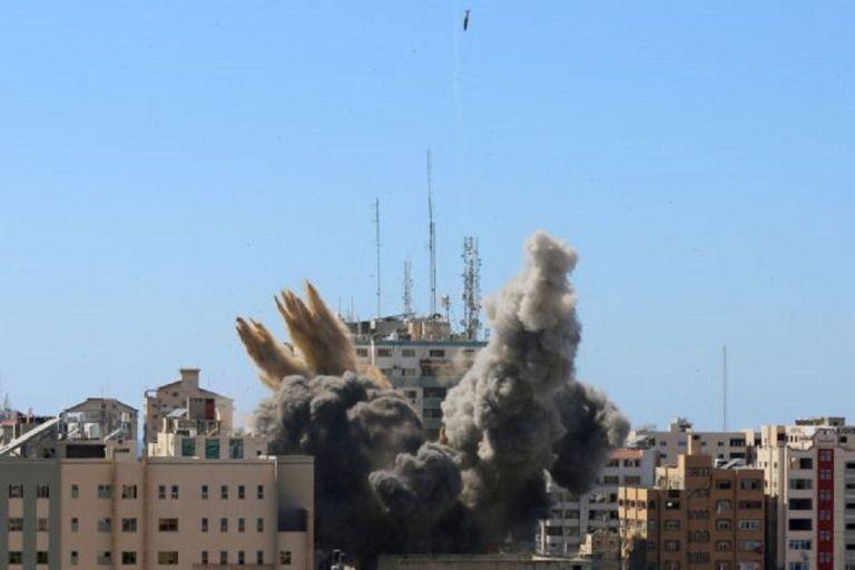Γάζα: Ο Νετανιάχου βομβαρδίζει γραφεία δημοσιογράφων για να «θάψει» τα εγκλήματα πολέμου | to10.gr