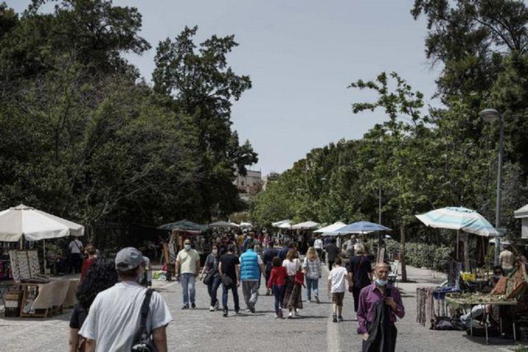 Συνωστισμός και μεταλλάξεις δημιουργούν «εκρηκτικό» κοκτέιλ στις πόλεις – Οι φόβοι για τη χαλάρωση των μέτρων | to10.gr