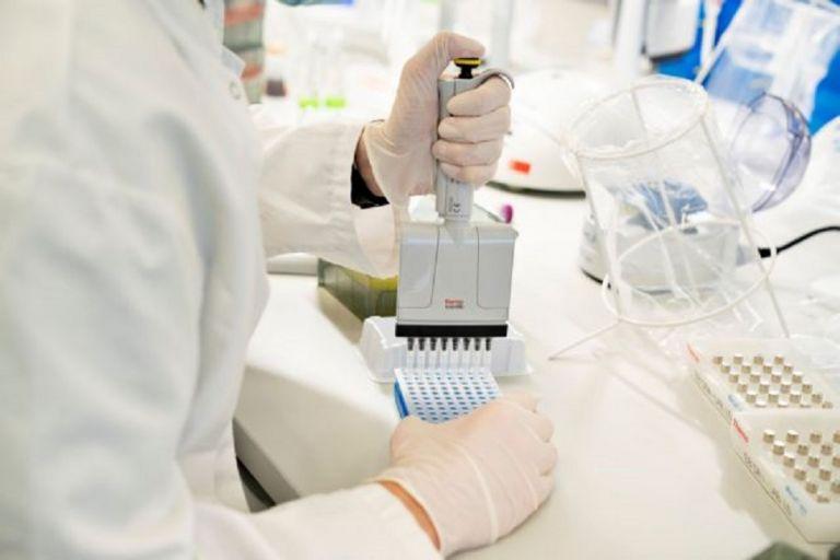 Τζανάκης: Η παραλλαγή του ιού στην Κρήτη φέρει 30 μεταλλάξεις – Καλύπτεται από τα εμβόλια (vid) | to10.gr