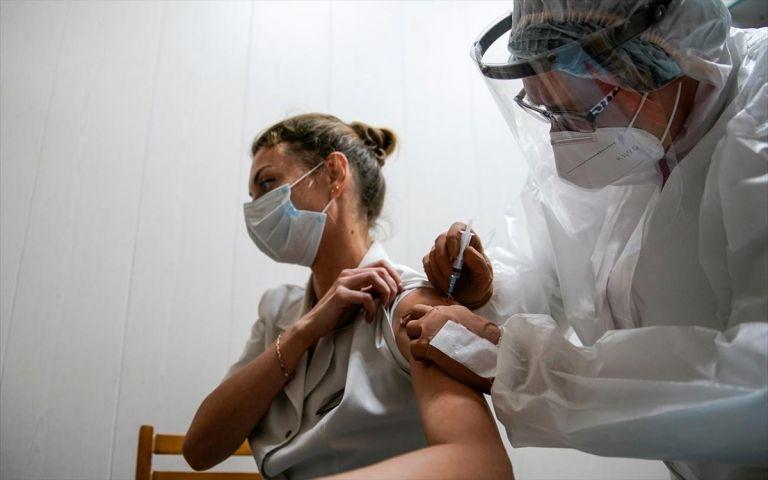 Πελώνη: «Δεν τίθεται ζήτημα απόλυσης μη εμβολιασμένων εργαζομένων» | to10.gr