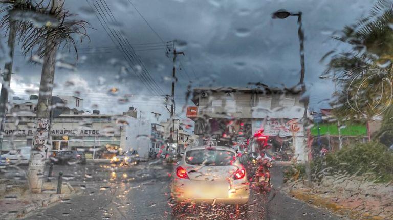 Μποτιλιάρισμα στο κέντρο λόγω της καταιγίδας – Σε ποιους δρόμους είναι αυξημένη η κίνηση   to10.gr