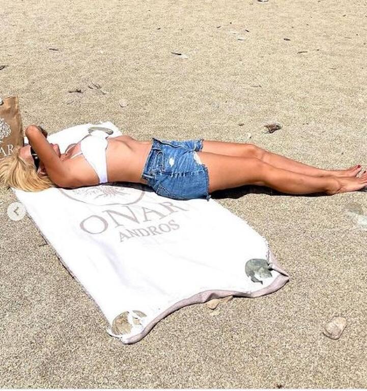 Ελένη Μενεγάκη – Θα εκπλαγείς με τις νέες φώτο της με μαγιό χωρίς ρετούς και φίλτρα!   to10.gr