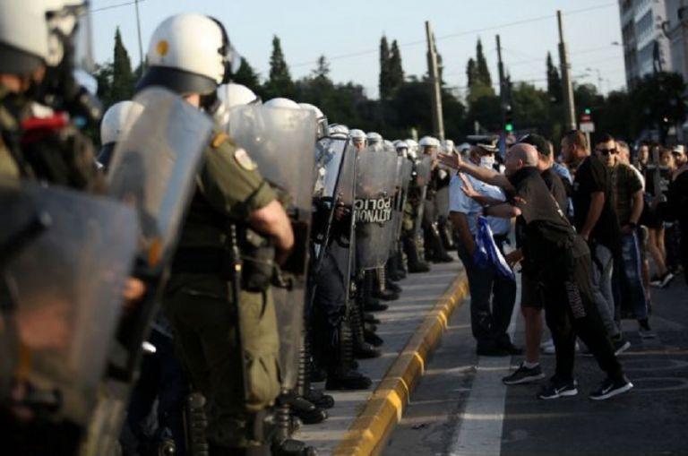 Συγκεντρώσεις αντιεμβολιαστών σε Σύνταγμα και Θεσσαλονίκη | to10.gr