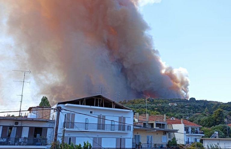 Aνεξέλεγκτη φωτιά στη Ζήρια Αχαΐας – Εκκενώνονται τέσσερις οικισμοί, απομακρύνθηκαν λουόμενοι   to10.gr