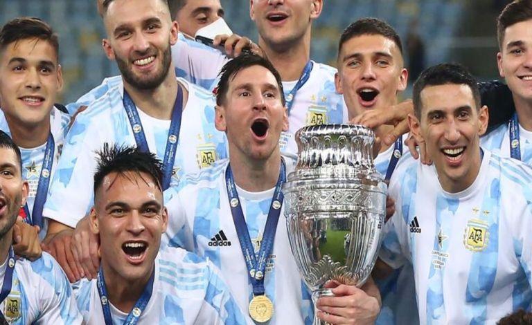 Μέσι: Η ποδοσφαιρική υφήλιος προσκύνησε τον «άρχοντα των τίτλων» (vids)   to10.gr